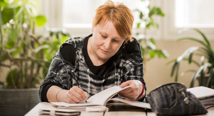 Jaana Helin opiskelee oppisopimuksella lähihoitajaksi.