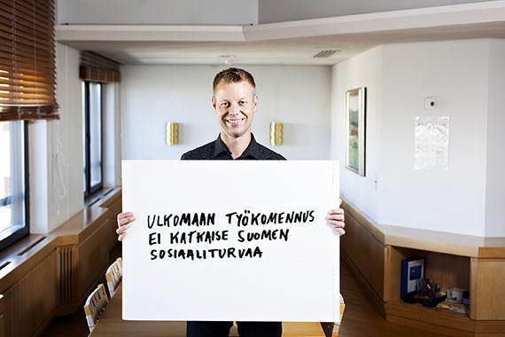 Sosiaalivakuutus-lehti. Kelan lakimies Antti Klemola.