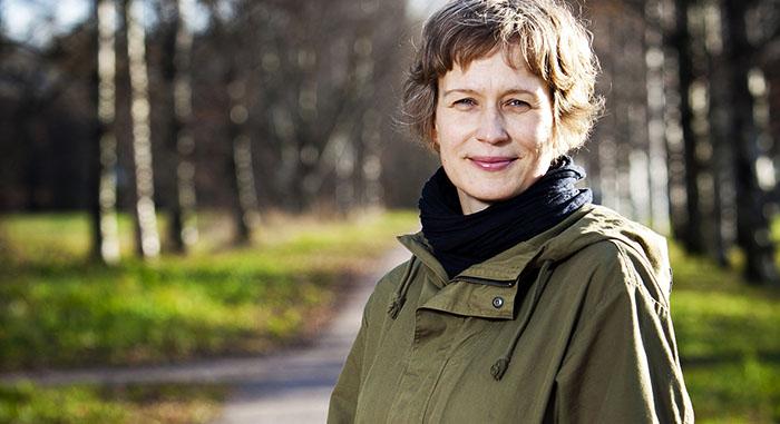 Maahanmuuttajat kotoutuisivat nopeammin ilman erillispalveluja, arvioi Kuntoutussäätiön tutkija Ulla Buchert.