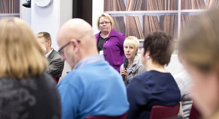 Ehkäisevä ja täydentävä toimeentulotuki jäävät edelleen kuntien vastuulle. Kuntien ja Kelan yhteistyötä valmisteltiin Tampereella keskustelevassa hengessä.