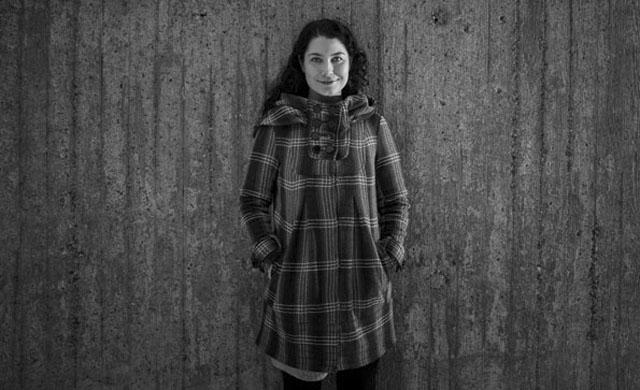 Kansanedustaja Emma Kari uskoo perhevapaiden uudistuksen myös parantavan isien asemaa perheissä.