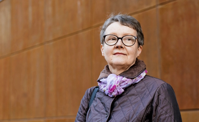 Ritva Murrola säästää eläkkeestään myös kulttuuriharrastuksiin. Pienituloinen eläkeläinen voi saada työeläkkeensä lisänä myös takuueläkettä, jos  työeläke alittaa  reilut 753 euroa kuukaudessa.
