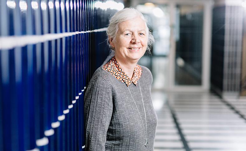 Bathin yliopiston professori Jane Millar on tutkinut Britannian yleistuen vaikutuksia. Hän vieraili Kelan kutsumana Suomessa syyskuussa.