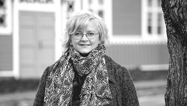 """""""En ymmärrä, miksi sote- ja maakuntauudistuksessa halutaan ratkaista kaikki asiat samalla kertaa. Eteneminen palanen kerrallaan olisi paljon helpompi tie"""", sanoo Lapinjärven kunnanjohtaja Tiina Heikka."""